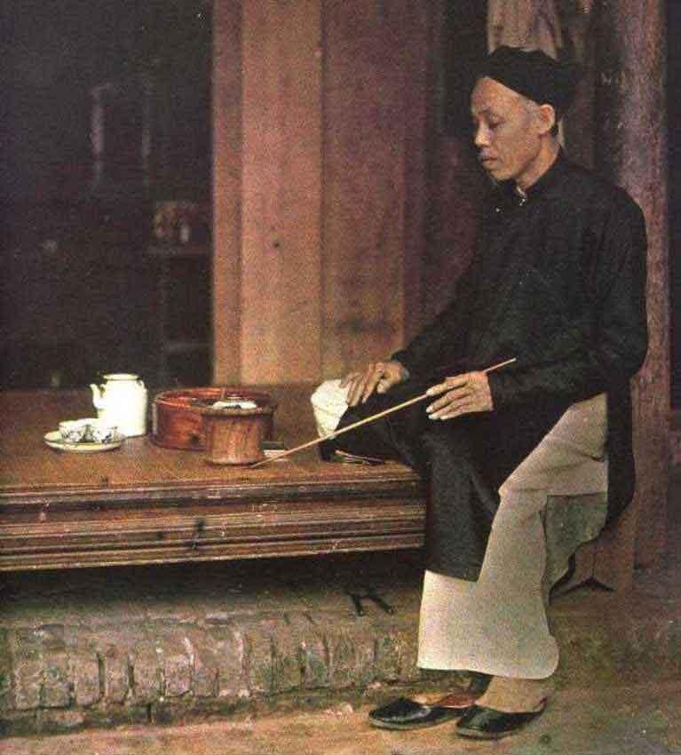 Употребление чая сопровождалось в Китае курением табака и опиума, завезённых европейцами.